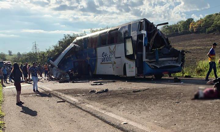 Acidente entre ônibus e carreta provoca muitas mortes entre Taquarituba a  Taguaí - Portal do Sudoeste Paulista